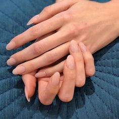 Want to give your fam + friends major nail envy this holiday season? These flawless nails are actually Minimalist Nails, Nail Polish Trends, Nail Trends, French Nails, Hair And Nails, My Nails, Oval Nails, Nagellack Trends, Gel Nails