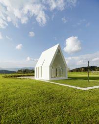 Familienkapelle in Kärnten / Auf weiter Flur - Architektur und Architekten - News / Meldungen / Nachrichten - BauNetz.de
