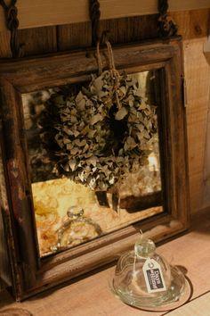 Antieke spiegel van Hoffz, verkrijgbaar bij Days At Home in Oosterbeek.