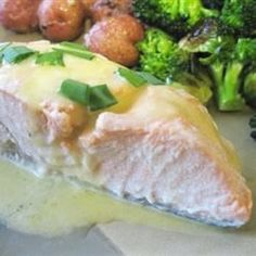 Here& my recipe for poached salmon bathed in a classic hollandaise sauce. I serve this dish with boiled, cubed sweet potatoes and broccoli. Salmon Recipes, Seafood Recipes, Fish Recipes, Meat Recipes, Chicken Recipes, Recipe For Poached Salmon, Recipe For Hollandaise Sauce, Recipes, Seafood