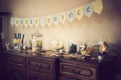 Ma Baby shower royale en bleu, jaune et blanc pour un Petit Prince : un candy bar organisé par les organisatrices Mybbshowershop.com!