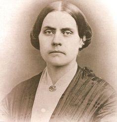Susan Brownell Anthony(1820-1906)Militante et pionnière américaine pour les droits civiques notamment pour le droit de suffrage des femmes aux Etats Unis. Cofondatrice de la National Women Suffrage association. Arrêtée en 1872 et condamnée pour avoir tenté de voter. L'amende s'élevait à 100$ qu'elle ne paya jamais. Elle décéda 14 ans avant que soit voté le 19 ème amendement de la constitution américaine donnant le droit de vote aux femmes.