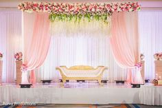 Wedding ceremony flowers altar simple Ideas for 2019 Simple Stage Decorations, Engagement Stage Decoration, Wedding Hall Decorations, Marriage Decoration, Backdrop Decorations, Debut Stage Decoration, Indian Wedding Stage, Indian Wedding Receptions, Wedding Stage Design