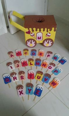 Alphabet Match DIY Learning Activity for Kids Preschool Learning Activities, Preschool Classroom, Toddler Activities, Preschool Activities, Learning Colors, Kids Education, Gifts For Kids, Art For Kids, Kids Crafts