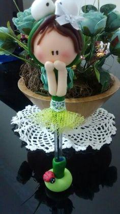 Menina flor em biscuit