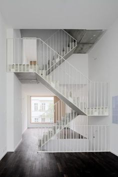 a f a s i a: zanderroth architekten - interior - Arte Staircase Handrail, House Staircase, Stair Railing, Banisters, Steel Stairs Design, Railing Design, Staircase Design, Front Stairs, Beautiful Stairs