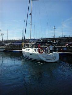 Más fotos del fin de semana.  Estos amigos cuando zarparon no se imaginaban lo bien que se lo iban a pasar.🌊⛵ www.servinauta.com www.globalyachtingibiza.com www.nauticavaraderoibiza.com #alquilerdeembarcaciones #galiciacalidade #galiciamola #riasbaixas #turgalicia #galifornia #sealife #sailinglife #velero #maritimo  #navegar #viento  #mar #sea  #beach #boats #barcos #veleros #dinghys #Náuticaderecreo #alquilerbarcospontevedra #alquilerbarcossanxenxo #Sanxenxo