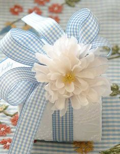 This gift packaging idea from Carolyn Roehm is the perfect wrap for summertime gifts and favors, don't you think? The baby blue and white gingham bow is the cherry on top, and the white silk flower and white on white. Present Wrapping, Creative Gift Wrapping, Creative Gifts, Wrapping Ideas, Baby Gift Wrapping, Pretty Packaging, Gift Packaging, Silk Flowers, Paper Flowers
