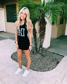 """Jaycee ♡ on Instagram: """"Shake your POM POMS it's Friday!! 👐🏻♥️👐🏻 @highlandhawkettes #fnl #highlandhighschool"""" Highland High School, Pom Poms, Cheerleading, Shake, Friday, Instagram, Tops, Fashion, Moda"""