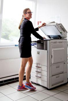 Mehr Bewegung in den Alltag bringen. Jeder Schritt zählt, das gilt auch im Büro. Je weiter der Kopierer vom eigenen Schreibtisch entfernt steht, desto besser ist dies für die pe...