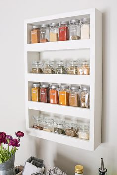 How to build a DIY spice rack that can be mounted on a wall. This wood spice rack will help to organize all your spices, look pretty, and save drawer and closet space since it hangs on the wall. diy tips DIY Wall Spice Rack - Angela Marie Made Wall Spice Rack, Wall Mounted Spice Rack, Kitchen Spice Racks, Diy Spice Rack, Diy Kitchen Storage, Hanging Spice Rack, Diy Storage, Diy Organization, Spice Storage