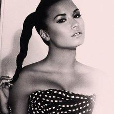 Demi Lovato is my idol Divas, Beautiful People, Beautiful Women, Beautiful Witch, Beautiful Body, Gorgeous Hair, Pretty People, Non Blondes, Retro Vintage