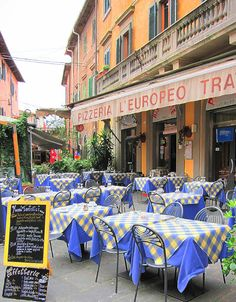 sidewalk cafe in Italy