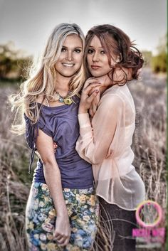 New wedding photography poses family sisters ideas Sister Picture Poses, Sister Poses, Sister Pictures, Wedding Picture Poses, Best Friend Pictures, Friend Photos, Wedding Pictures, Wedding Ideas, Friend Senior Pictures