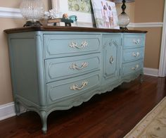 So today I'm happy to reveal the buffet that was the reason behind me stepping into my first auction house. My dear friend and co-redecorator/enabler, Dana, recommended this site to get information about finding auctions in my area. Low and behold, I discovered that in a few days this beauty was going to be auctioned …