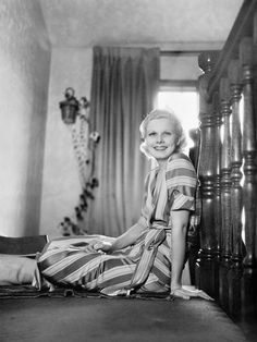 "Jean Harlow Photos by Legendary MGM Photographer Clarence Sinclair Bull breakfast in bed and ready for the day"" Old Hollywood Glamour, Golden Age Of Hollywood, Hollywood Stars, Classic Hollywood, Vintage Glamour, Vintage Hollywood, Vintage Soul, Vintage Beauty, Vintage Fashion"