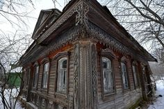 Gorgeous abandoned wooden cottage in the Yaroslavl region of Russia. There are many whole villages full of these abandoned structures all over Russia. They were once family homes, but as the young people in the families moved to large urban areas, th