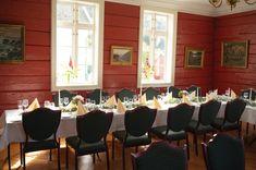 Bryllup på gård i Bergen. Bergen, Eid, Norway, Conference Room, Table Settings, Wedding, Furniture, Home Decor, Valentines Day Weddings