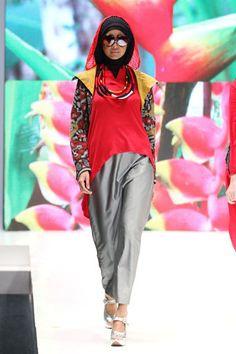"Anemone by Hannie Hananto ""Khatulistiwa"", Indonesia Islamic Fashion Fair 2013"