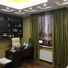 Стильные #шторы для кабинета от @poshivvip.ru: #римская_штора из Digital Art, зеленые #портьеры из шелка LUXURY - все #Galleria_Arben #декор