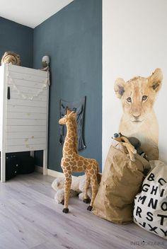 Huizentour bij Sanne van &Stijl in Haarlem Safari Bedroom, Safari Theme Nursery, Baby Bedroom, Kids Bedroom, Safari Room Decor, Deco Jungle, Jungle Room, Childrens Room Decor, Kids Decor