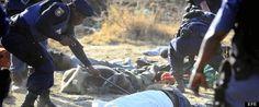 Hallan 300 casquillos de bala en el lugar del tiroteo que mató a 34 mineros en Sudáfrica