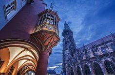 Catedral de Freiburg, Alemania  En pleno centro histórico de Freiburg encontramos esta joya gótica construida entre los siglos XI y XIV. Aunque está considerada gótica, es cierto que se nota una mezcla de estilos, debido precisamente al tiempo que tardó en construirse