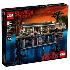 LEGO has teamed up with Netflix to recreate the Byers' home and and the supernatural world of the Upside Down from the web television series Stranger Things. Stranger Things Netflix, Upside Down Stranger Things, Stranger Things Saison 1, Lego Store, Legos, Modele Lego, Construction Lego, Lego System, Shopping
