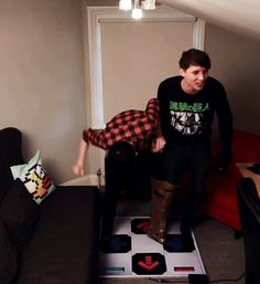 phan-you-not: theyoutubefangirl: HANDS MY HEART IS BREAKING AT THE SIGHT OF THIS GIF JFC I NEED A PARAMEDIC