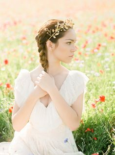 Side braid and golden leaf headpiece   Warmphoto   see more on: http://burnettsboards.com/2016/01/legend-fairy-sybil/