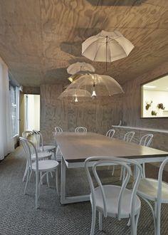 Office Space Design Ideas with DIY umbrella light fixtures awesome wood grain texture ceiling Home Office, Diy Luz, Luminaire Original, Umbrella Lights, Office Space Design, Office Spaces, Lampshades, Light Fixtures, Light Fittings