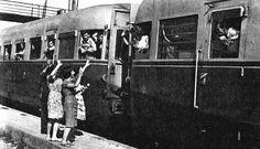 Διδασκαλία φιλολογικών μαθημάτων: Δημοτικά τραγούδια της ξενιτιάς Thessaloniki, Old Photos, Greece, The Past, Photo And Video, Concert, Trains, Vintage, Transportation