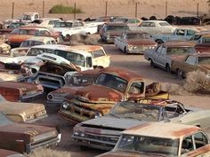 A Package of 550 Plus Unmolested Classic Cars in a Arizona Storage Towing Lot. Arizona cars have little to no structural rust damage. The state is one of the best for finding old cars to restore or modify. Abandoned Cars, Abandoned Places, Abandoned Vehicles, Junkyard Cars, Wrecking Yards, Car Barn, Rust In Peace, Pontiac, Oregon