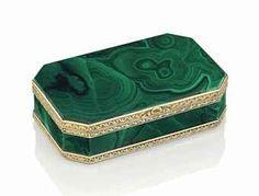 AN ITALIAN GOLD-MOUNTED HARDSTONE SNUFF-BOX PROBABLY ROME, CIRCA 1820
