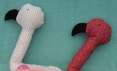 Você pode fazer um flamingo de tecido para os seus filhos brincarem ou para você decorar o quarto de alguma criança ou ainda para decorar um espaço que est