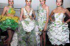Moda ecológica. El 'Project SUBWAY Fashion Show' presentó diversos modelos hechos con envoltorios de bocadillo del restaurante de comidas rápidas durante la semana de la moda de Nueva York.
