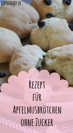 Apfelmusbrötchen ohne Zucker sind der perfekte süße Snack für dein Baby. Die Brötchen kommen nur mit der natürlichen Fruchtsüße vom Apfelmus aus - und schmecken ofenwarm und mit ein wenig Butter auch Erwachsenen richtig gut! Klicke auf das Bild, um zum kostenlosen Rezept zu gelangen!