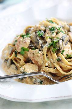 Pasta with chicken creamy mushroom sauce - Cuisine - Chicken recipes healthy Healthy Chicken Recipes, Vegan Recipes Easy, Meat Recipes, Pasta Recipes, Salad Recipes, Recipe Chicken, Creamy Mushroom Sauce, Creamy Mushrooms, Stuffed Mushrooms