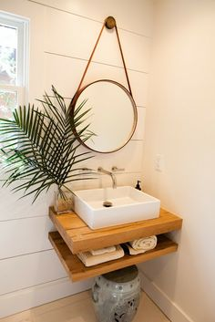 tiny Bathroom Decor Well, no doubt it is not possible to enlarge the space, but you can create an illusion of wider space through DIY bathroom decoration ideas. Diy Bathroom Remodel, Diy Bathroom Decor, Shower Remodel, Bathroom Interior, Bathroom Ideas, Budget Bathroom, Bathroom Inspo, Small Bathroom Sinks, Tiny Bathrooms