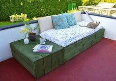 Create a patio day bed using wooden pallets