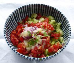 Indischer Tomate Gurkensalat  und anderen indische  Gerichte
