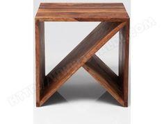 Cette petite table Zigzag 77787 en forme de cube de chez Kare Design est en bois exotique Sheesham, lasuré et ...