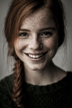freckles - red hair - braid - smile - female - shoulder up portrait - black shirt - brown eyes Pretty People, Beautiful People, Beautiful Women, Gorgeous Girl, Gorgeous Redhead, Foto Portrait, Portrait Photography, Photography Ideas, People Photography