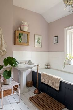 Pale pink walls, navy bath and vintage touches create a soothing tone to this bathroom. georgian georgianhome homes interiors georgiancottage cottage interiors interiorstyle bathroom bath pinkbathroom 701294973211935714 Bad Inspiration, Bathroom Inspiration, Blush Bathroom, Bathroom Bath, Bathroom Ideas, Bathroom Organization, Pink Bathroom Paint, Bathroom Small, Remodel Bathroom