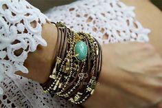 O acessório certo pode fazer milagres por um look!! PULSEIRA BALI TURQUESA OURO Na loja virtual: www.lojagracealmeida.com.br