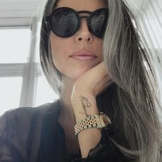 Beautiful grey hair for older women Grey Hair Inspiration, Grey Hair Don't Care, Silver Grey Hair, Gold Hair, Natural Hair Styles, Long Hair Styles, Ageless Beauty, Going Gray, Grow Out