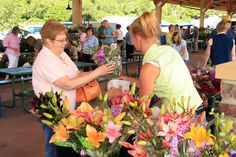 Falls Park offers a Farmers Market every Saturday from late May to October. | Visit Sioux Falls