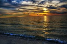 30 Tips for Stunning Sunset Photography by Improve Photography....perfect since I'm addicted to taking sunset pics :)