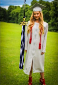 Graduation photo/graduation photography/graduation picture ideas/tassel/2017/ideas