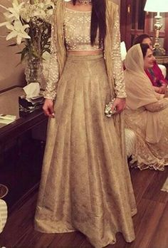 This would be the perfect danger outfit Pakistani Wedding Dresses, Indian Wedding Outfits, Pakistani Outfits, Bridal Outfits, Indian Dresses, Indian Outfits, Lehenga Designs, Indian Attire, Indian Ethnic Wear